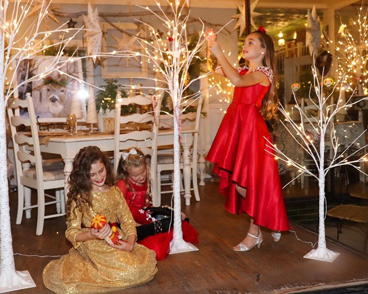 LIVING WINDOWS brought joy during Cole Camp's Christmas From A Distance program. Addison Brockman, Lauren Hesse and Brooklyn Taylor were part of the scene.