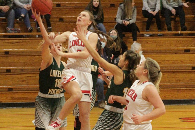 LINCOLN'S JENNA VANDAVEER DRIVES the lane amid several Lakeland defenders. Vandaveer had a season-high 32 points in the 66-57 loss on Friday night in Lincoln.